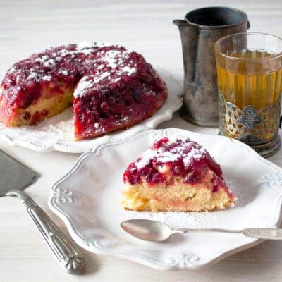 Пирог-перевертыш с ягодами