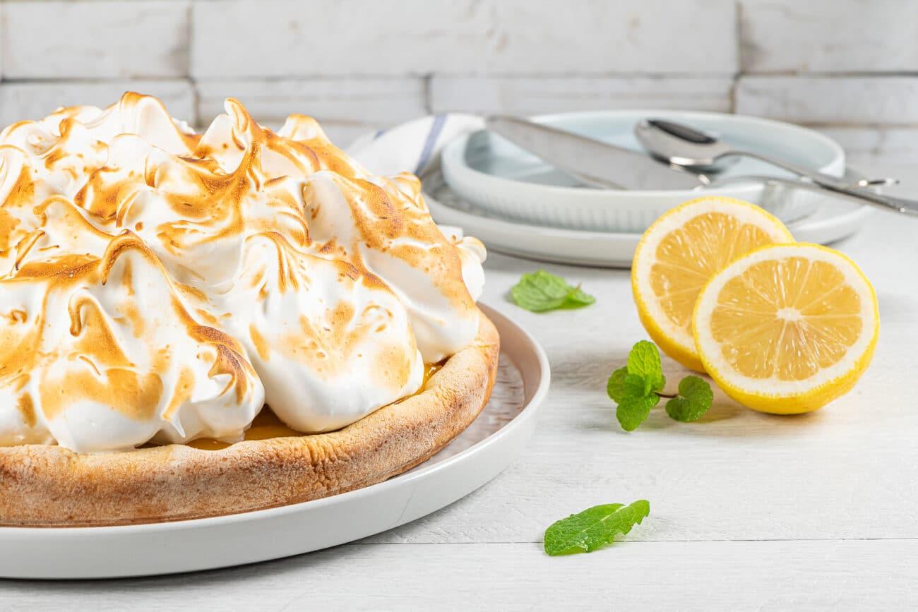 Пирог с лимонной начинкой и меренгой