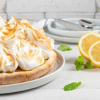 Пирог с лимонной начинкой и меренгой - рецепт с фото