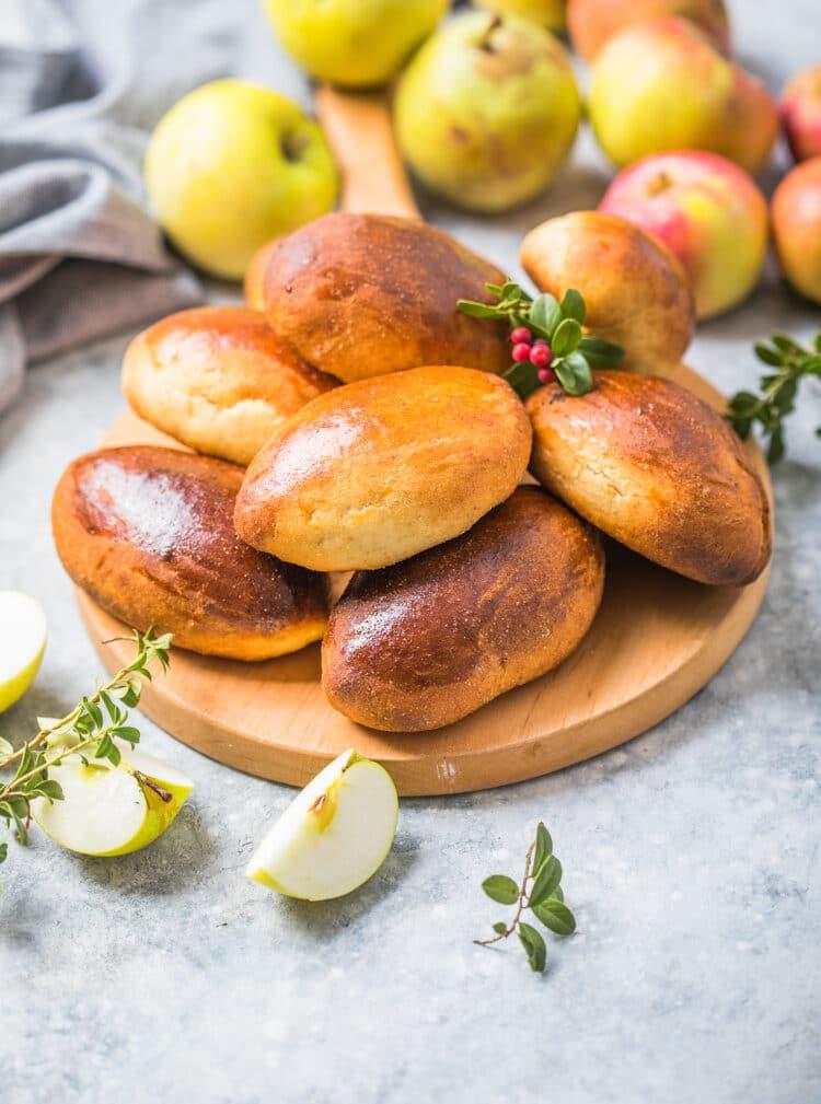 Фото рецепта - Пирожки с яблоками в духовке - шаг 12