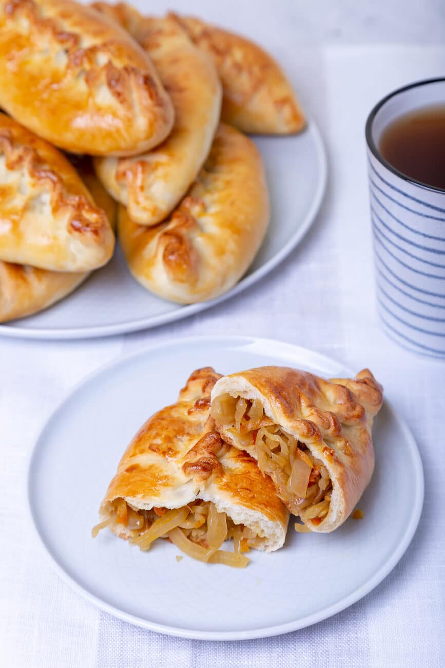 Пирожки с капустой (тесто на кефире)