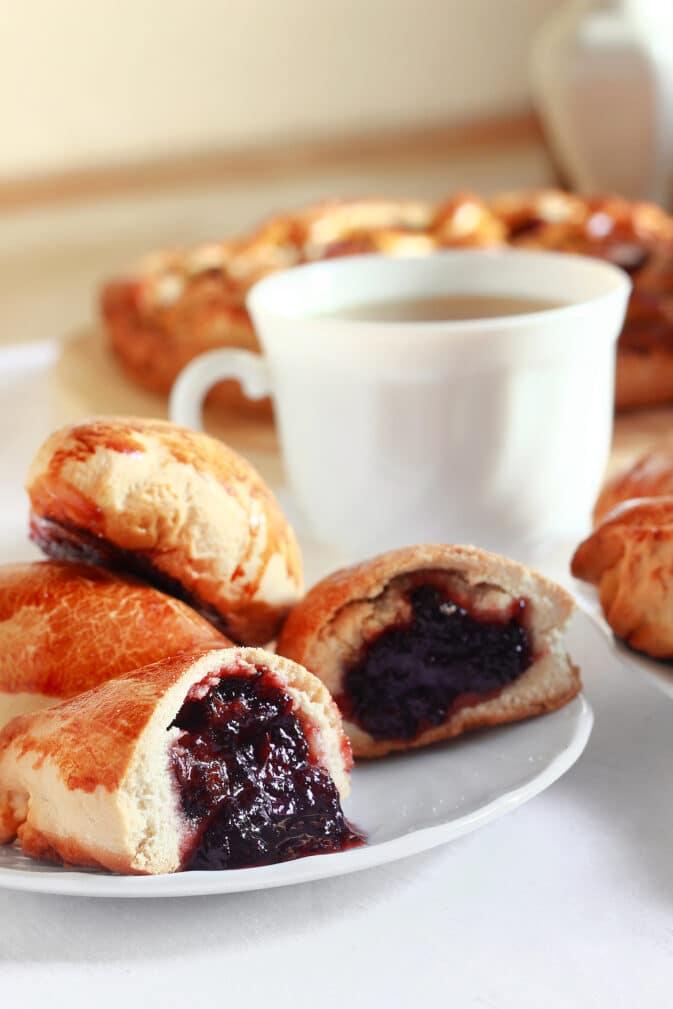 Фото рецепта - Пирожки с вареньем - шаг 9