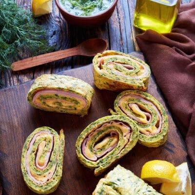 Рулет из кабачков с сыром и ветчиной - рецепт с фото