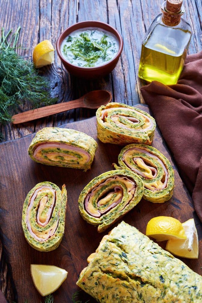 Фото рецепта - Рулет из кабачков с сыром и ветчиной - шаг 10