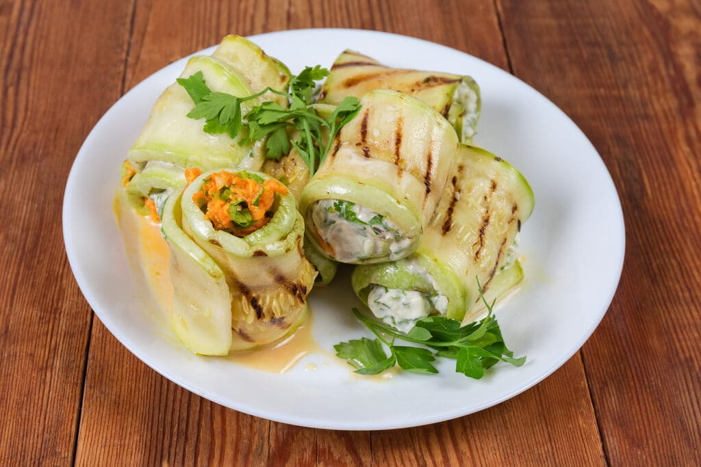 Фото рецепта - Рулетики из кабачков с сыром и чесноком - шаг 5