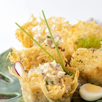 Салат из языка в сырных корзиночках