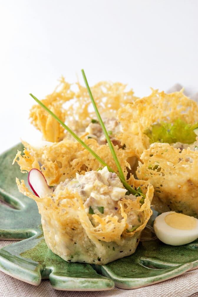 Фото рецепта - Салат из языка в сырных корзиночках - шаг 13