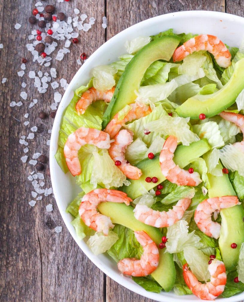Фото рецепта - Салат с авокадо, креветками и помело - шаг 5