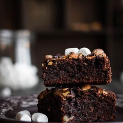 Шоколадный брауни с орешками