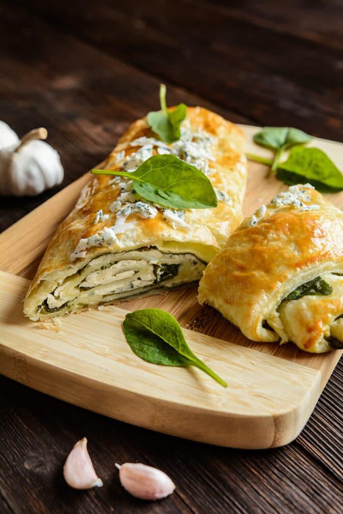 Фото рецепта - Штрудель со шпинатом, сыром и чесноком - шаг 7