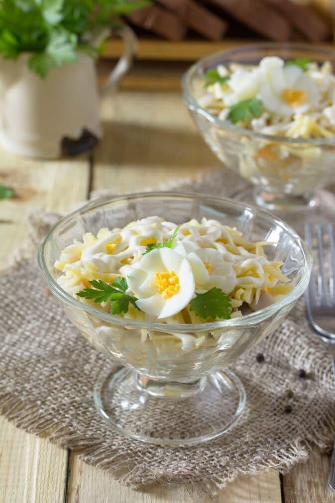 Фото рецепта - Слоеный салат из сельди с яблоком - шаг 5