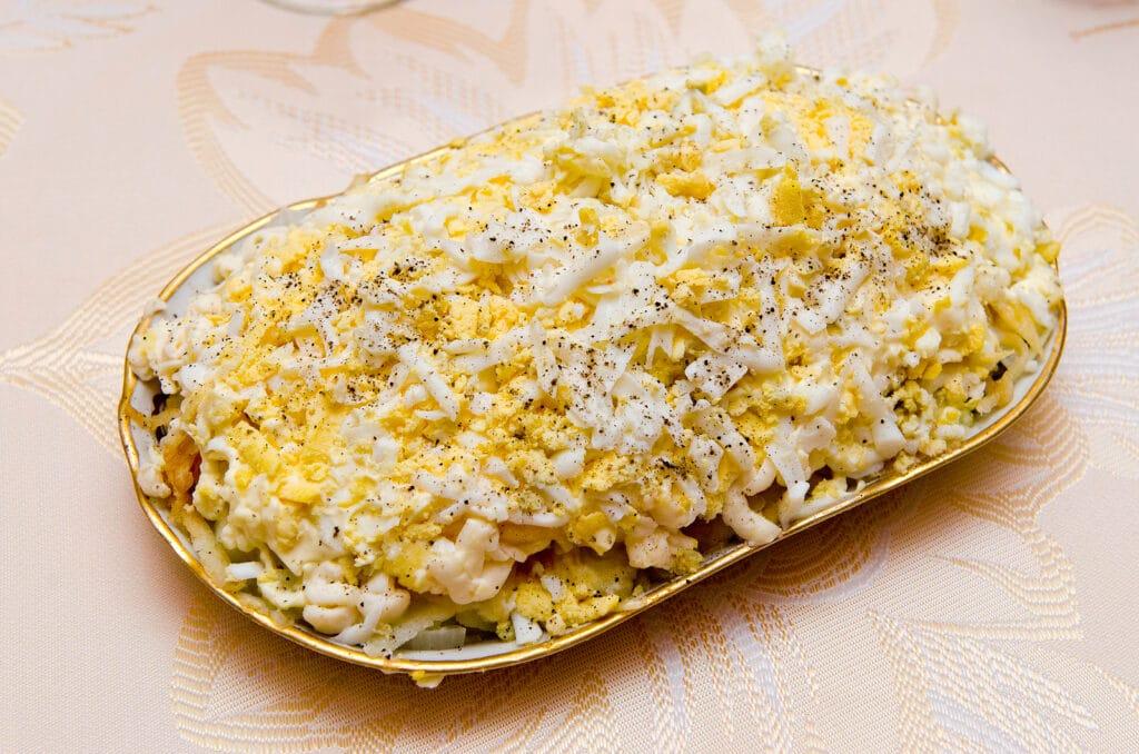 """Фото рецепта - Слоеный салат """"Невеста"""" с курицей - шаг 10"""