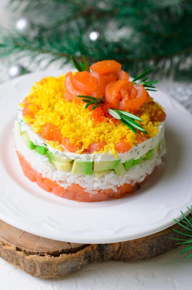 Фото рецепта - Слоеный салат с красной рыбой и рисом - шаг 5