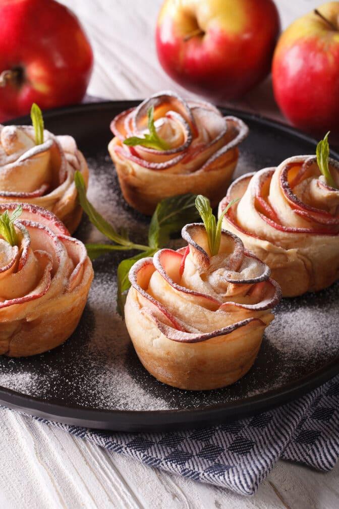 Фото рецепта - Слойки «Яблочные розы» - шаг 5