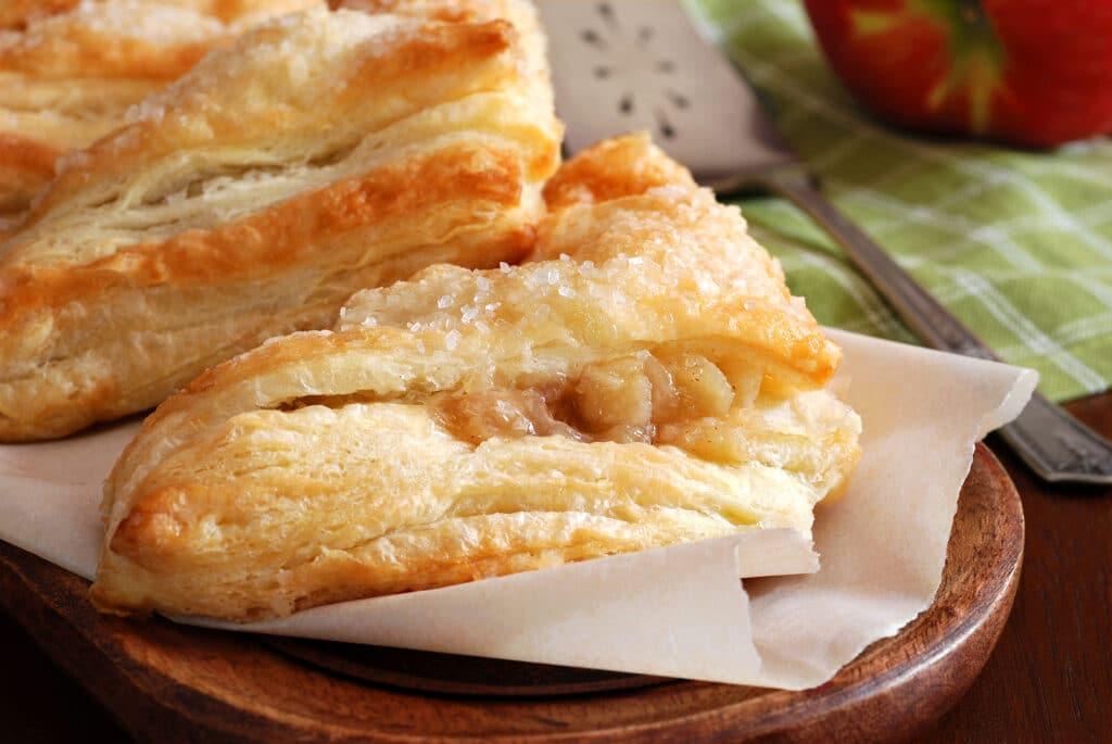 Фото рецепта - Слойки с яблоками из готового слоеного теста - шаг 7