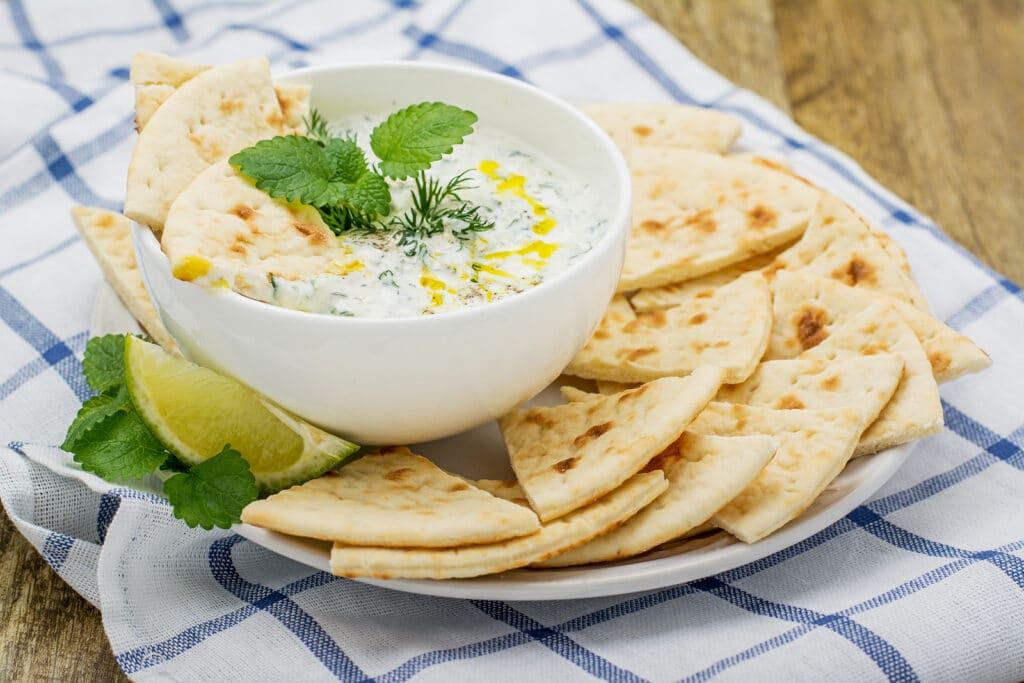 Фото рецепта - Соус на йогурте с огурцом и чесноком - шаг 8
