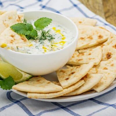 Соус на йогурте с огурцом и чесноком - рецепт с фото
