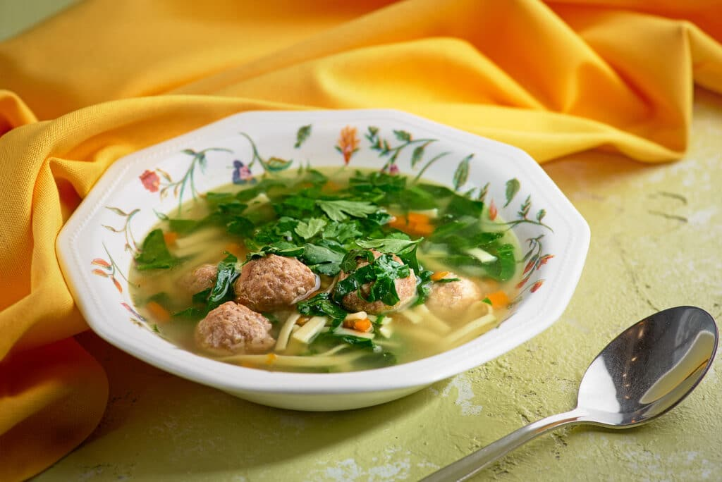 Фото рецепта - Суп с фрикадельками и лапшой - шаг 6