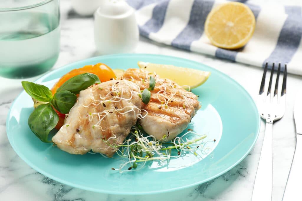 Фото рецепта - Тунец на сковороде гриль - шаг 7