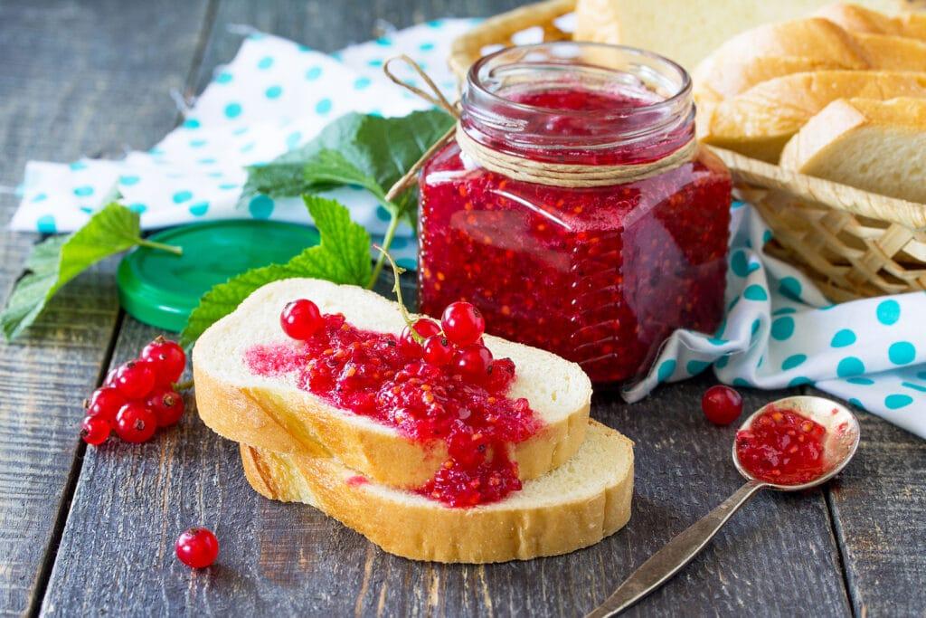 Фото рецепта - Варенье из красной смородины - шаг 9