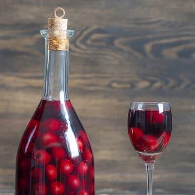 Вишневая наливка – слабоалкогольный напиток для праздников