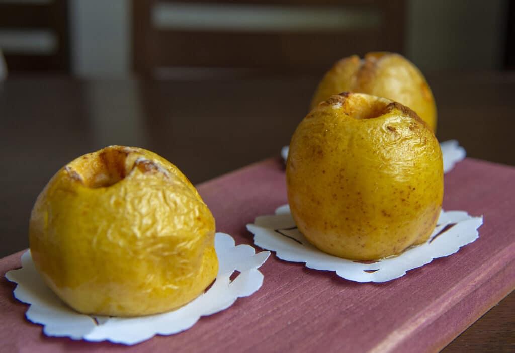 Фото рецепта - Запеченные яблоки с медом - шаг 7