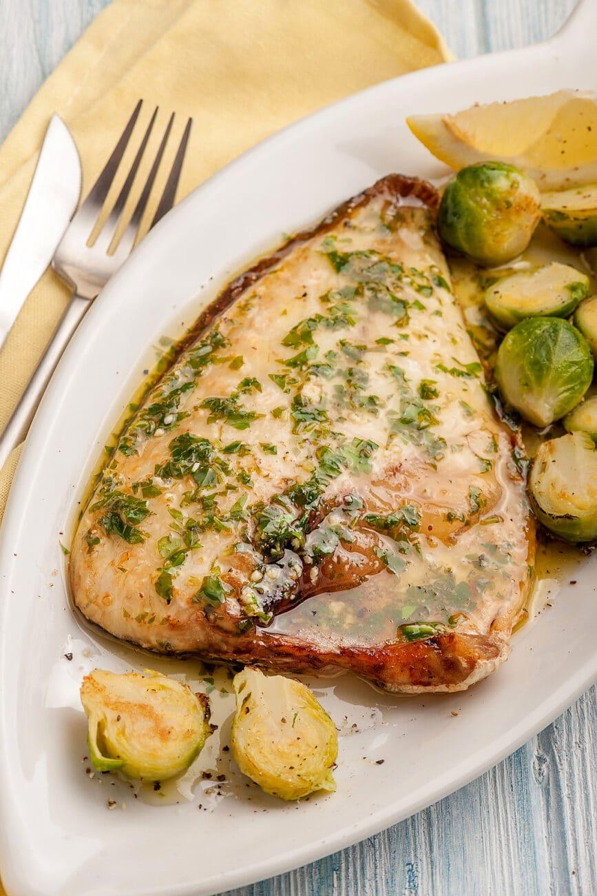 Жареная рыба с брокколи