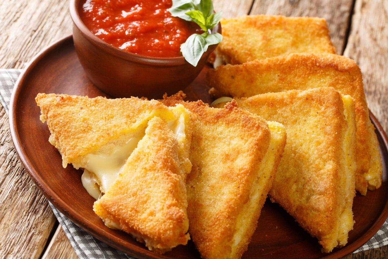 Жареный сыр моцарелла