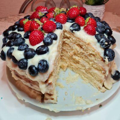 Песочный торт с заварным кремом и ягодами - рецепт с фото