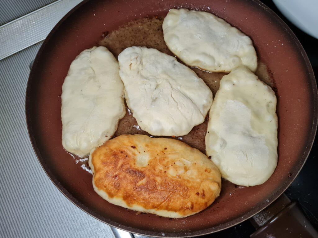Фото рецепта - Пирожки на кефирном тесте без дрожжей - шаг 5