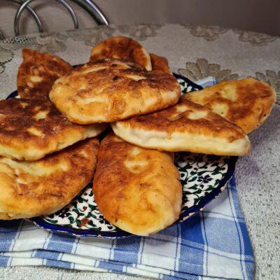 Пирожки на кефирном тесте без дрожжей - рецепт с фото