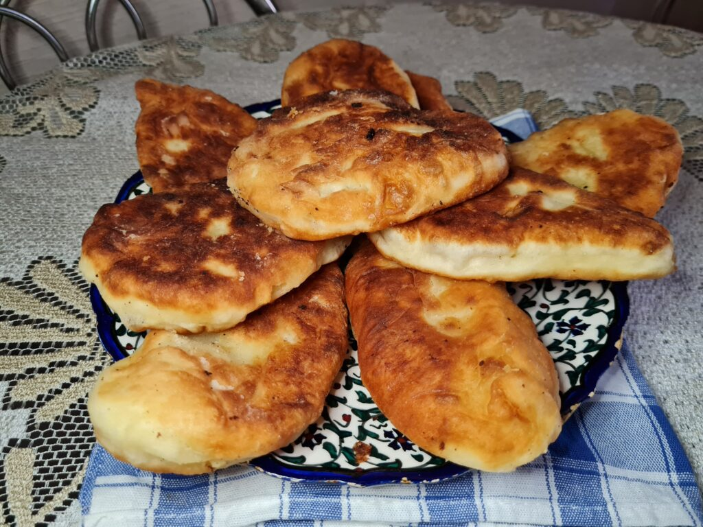 Фото рецепта - Пирожки на кефирном тесте без дрожжей - шаг 6