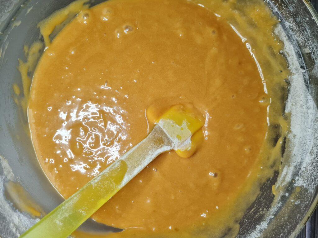 Фото рецепта - Торт «Медовик» без раскатки коржей - шаг 6