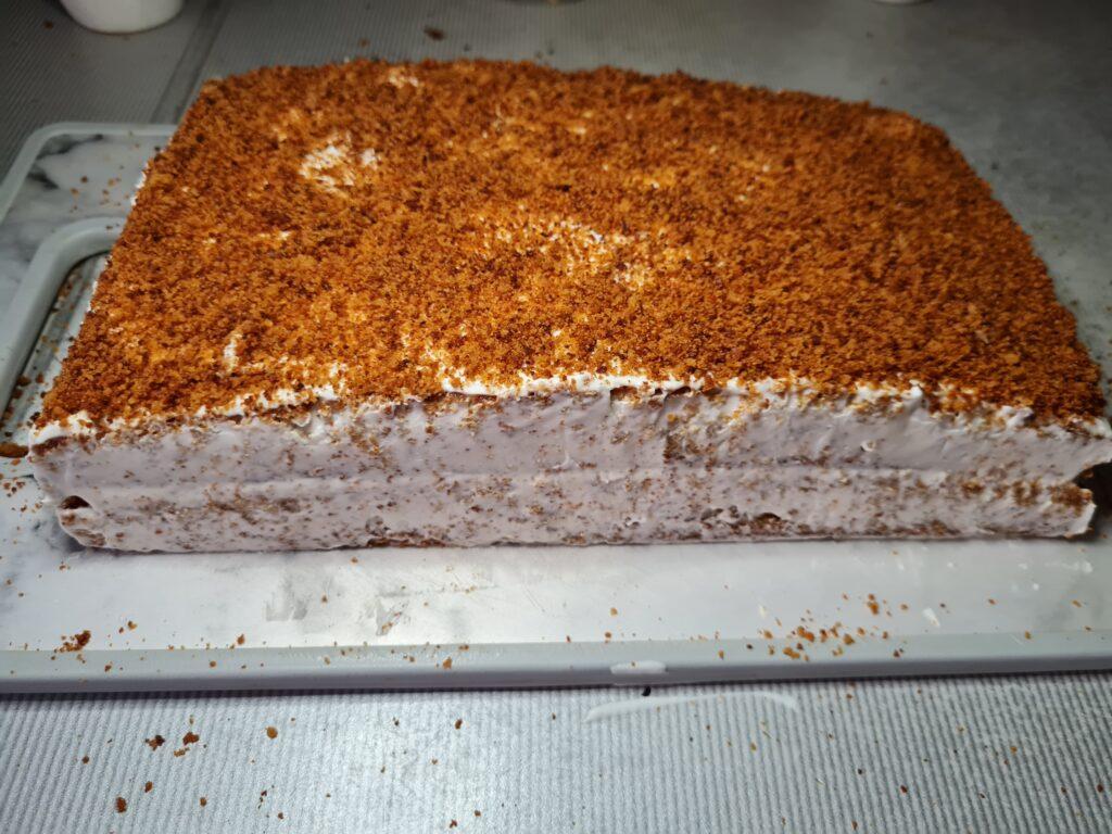 Фото рецепта - Торт «Медовик» без раскатки коржей - шаг 9
