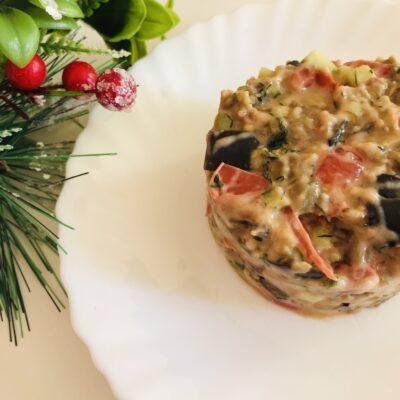 Овощной салат с жареными баклажанами - рецепт с фото