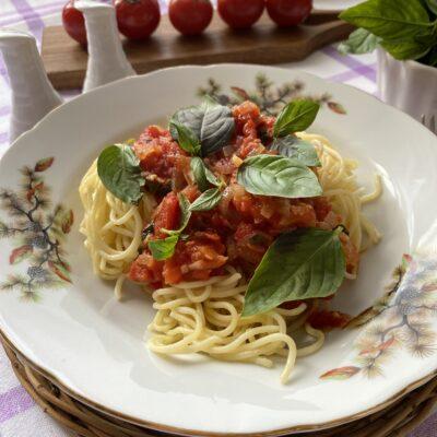 Паста с базиликом и томатами - рецепт с фото