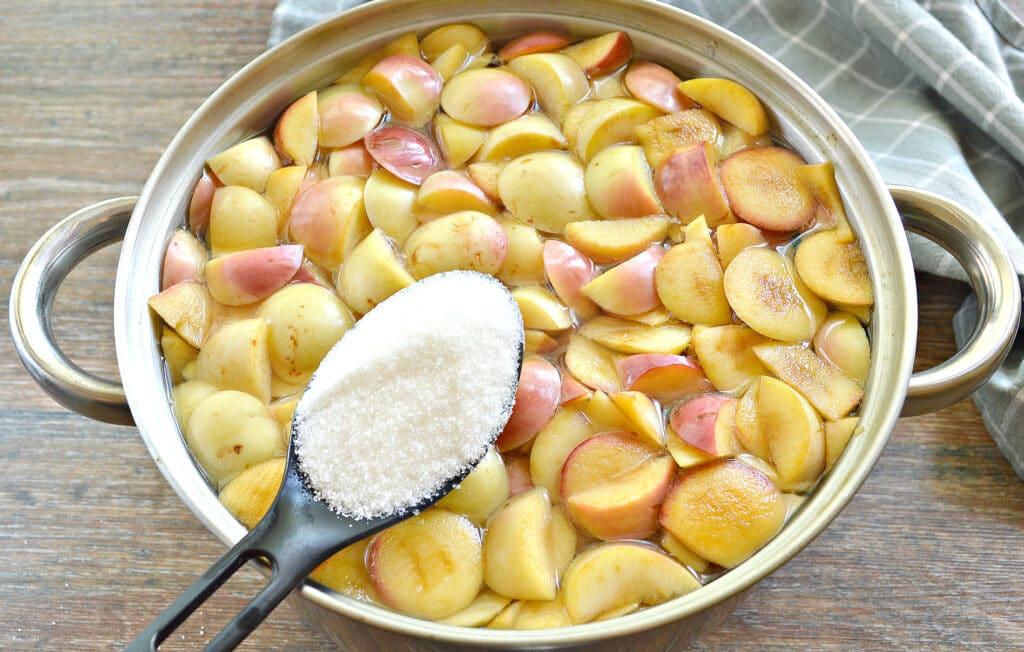 Фото рецепта - Яблочный компот в кастрюле - шаг 4