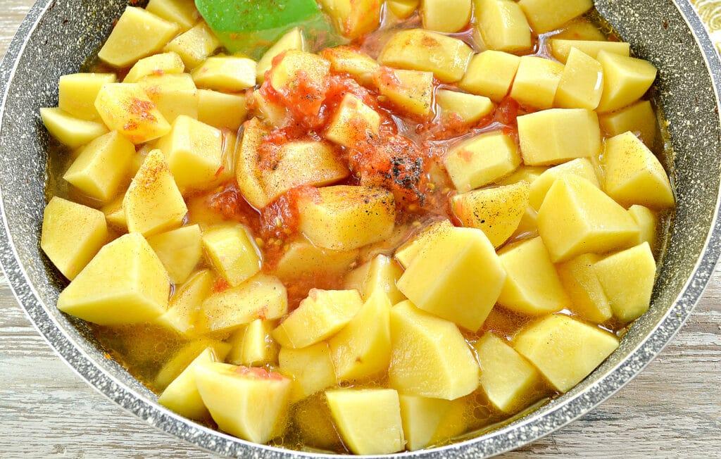Фото рецепта - Картофель тушеный со свининой и овощами - шаг 5