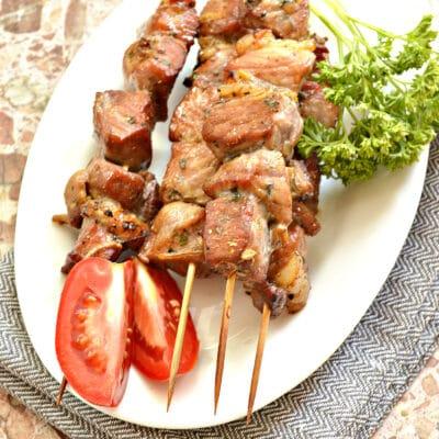 Шашлык из свинины в духовке в пикантном маринаде - рецепт с фото