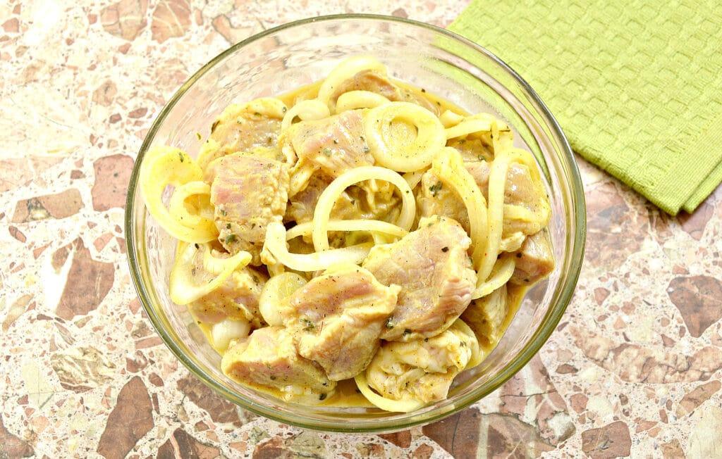 Фото рецепта - Маринад для шашлыка из свинины в духовке - шаг 7