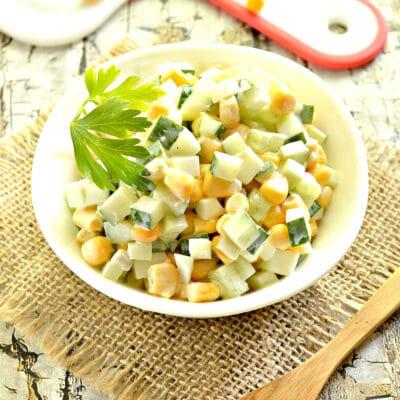 Салат из огурцов с яйцами и кукурузой - рецепт с фото