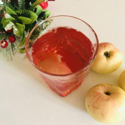 Вкусный компот из свежих яблок и ягод - рецепт с фото