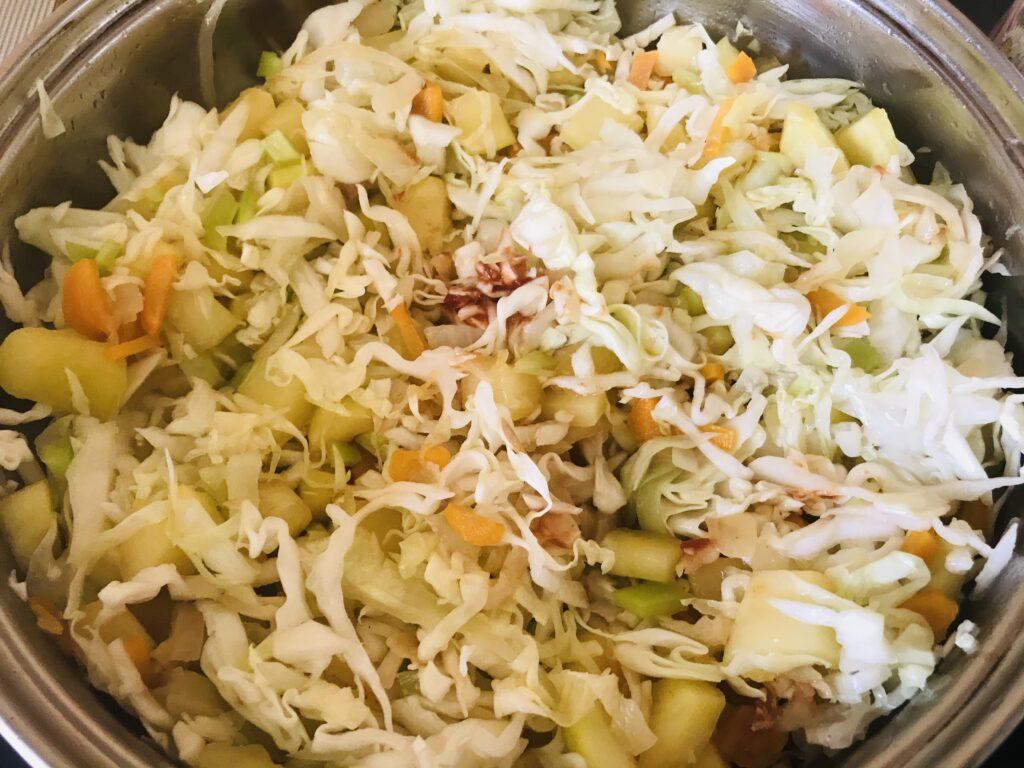 Фото рецепта - Тушеные кабачки с капустой - шаг 6