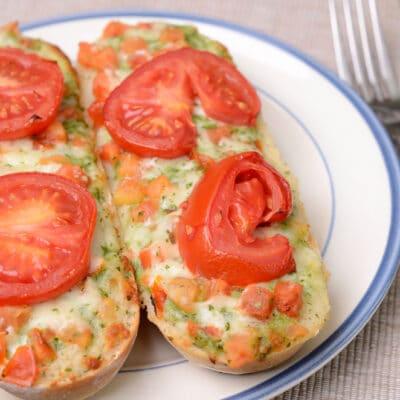 Бутерброды с рыбой и помидорами