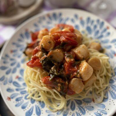 Паста с морскими гребешками и шпинатом - рецепт с фото