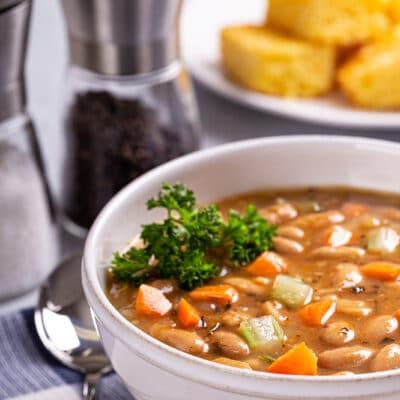 Густой фасолевый суп с сельдереем