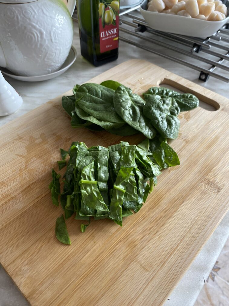Фото рецепта - Паста с морскими гребешками и шпинатом - шаг 2