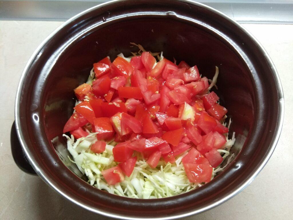 Фото рецепта - Салат с тунцом и молодой кукурузой - шаг 2