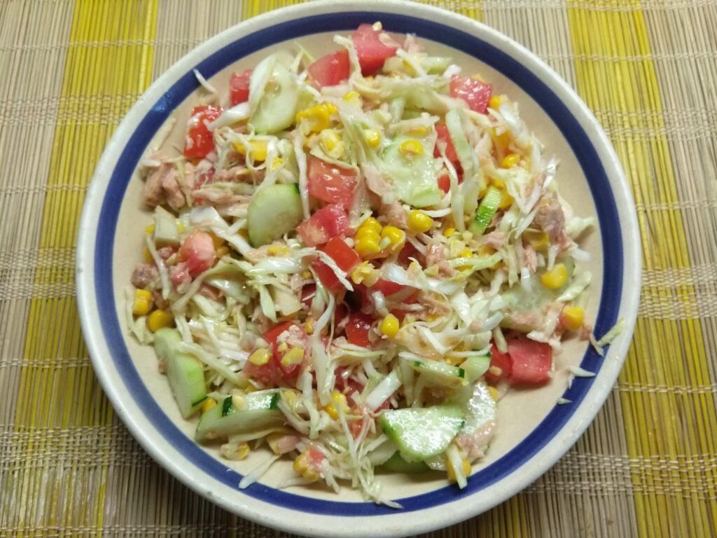 Фото рецепта - Салат с тунцом и молодой кукурузой - шаг 6