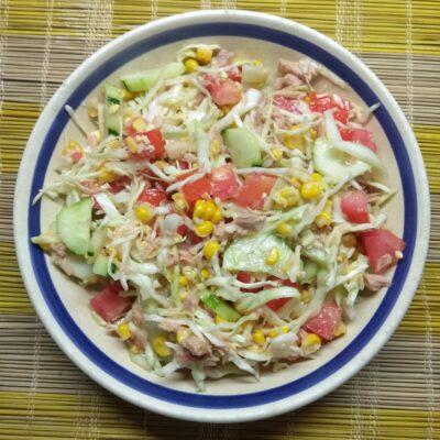 Салат с тунцом и молодой кукурузой - рецепт с фото